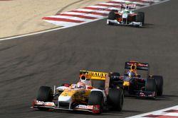 Nelson A. Piquet, Renault F1 Team leads Mark Webber, Red Bull Racing