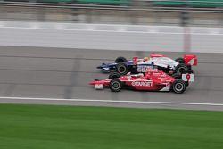Scott Dixon, Target Chip Ganassi Racing passes Dan Wheldon, Panther Racing