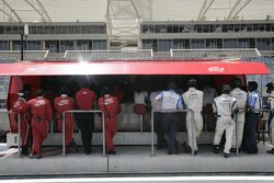 ART Grand Prix and Barwa International Campos Grand Prix watch the action from the pit wall