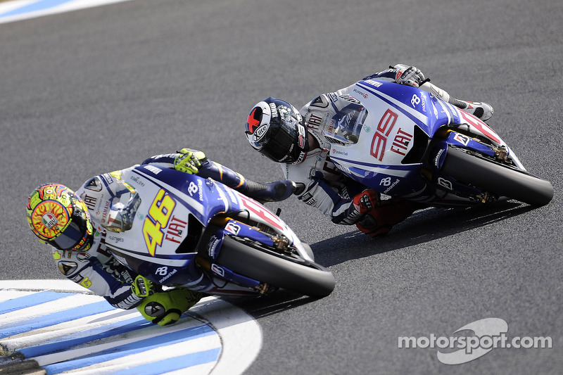 Valentino Rossi, Fiat Yamaha Team and Jorge Lorenzo, Fiat Yamaha Team battle