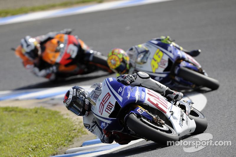 Jorge Lorenzo, Fiat Yamaha Team leads Valentino Rossi, Fiat Yamaha Team and Dani Pedrosa, Repsol Hon