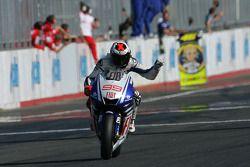 Racewinnaar Jorge Lorenzo, Fiat Yamaha Team viert zijn overwinning