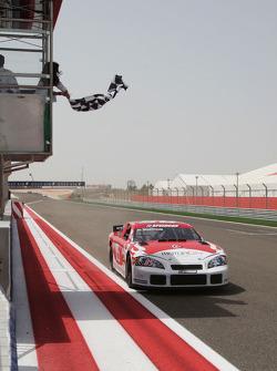 Hasher Al Maktoum, UP Team, franchit la ligne d'arrivée à la fin de la course