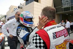 Le champion Gianni Morbidelli, Palm Beach, fête son titre dans le parc fermé avec Johnny Herbert JMB