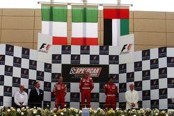 Podium: Thomas Biagi, Palm Beach, deuxième ; Vitantonio Liuzzi, UP Team, vainqueur ; Hasher Al Maktoum, UP Team, troisième