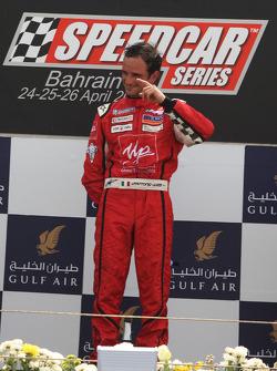 Le vainqueur Vitantonio Liuzzi, UP Team, célèbre sur le podium