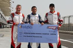 Les trois pilotes courant pour le titre reçoivent un chèque de 500,000 dollars : Johnny Herbert, JMB