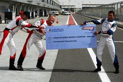 Les trois pilotes courant pour le titre reçoivent un chèque de 500,000 dollars : Johnny Herbert, JMB, Gianni Morbidelli, Palm Beach et Heinz-Harald Frentzen, Team Lavaggi