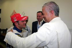 Le Champion des Speedcar Series Gianni Morbidelli, Palm Beach avec Simon Azzam, CEO Union Properties