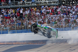 Crash: Carl Edwards, Roush Fenway Racing, Ford