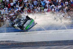 Crash: Carl Edwards, Roush Fenway Racing, Ford