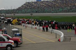Pitlane before the start during the national anthem