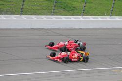 Graham Rahal Newman/Haas/Lanigan Racing, en Robert Doornbos, rijden vooraan na de start