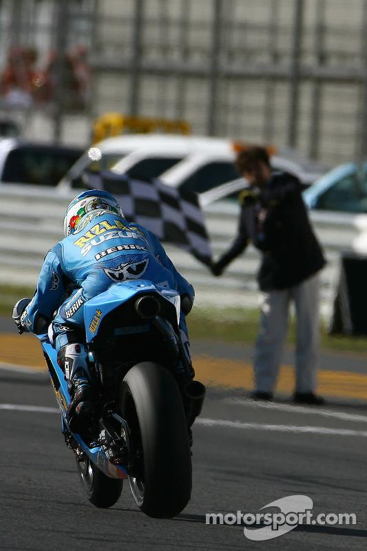 Loris Capirossi, Rizla Suzuki MotoGP passe la ligne d'arrivée