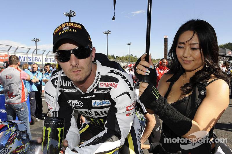 Colin Edwards, Monster Yamaha Tech 3 avec la demoiselle au parapluie