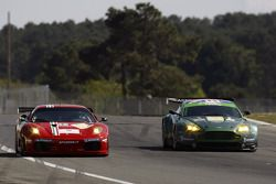 La Ferrari F430 GT N°78 (Don Kinch, Joe Foster, Patrick Dempsey) et l'Aston Martin Vantage GT2 N°87 (Paul Drayson, Jonny Cocker)