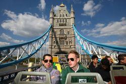 Adam Carroll (Irlande) et Neel Jani (Suisse) font un tour à Londres