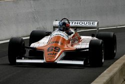 Retour dans la voie des stands, Rowland Kinch (GB) Arrows A4-2 N°69, G-Cat Racing (1982)