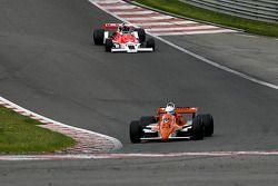 Abba Kogan (BR) Arrows A3/4 N°23, Hall & Hall (1980) ; C. D'Ansembourg (B) McLaren M26-4 N°25, MEC Auto (1977-78)