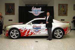 500 Miles d'Indianapolis 2009, présentation de la Chevrolet Camaro pace car pour 2010 : Johnny Ruthe
