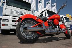Une Harley Davidson dans le paddock