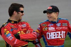 Martin Truex Jr., Earnhardt Ganassi Racing Chevrolet et Mark Martin, Hendrick Motorsports Chevrolet