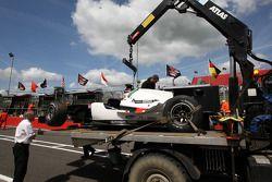 Michael Ammermuller (Allemagne) revient aux stands après un accident
