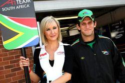 Grid girl et Cristiano Morgado (Afrique du Sud)