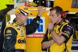 Matt Kenseth, Roush Fenway Racing Ford, parle avec Drew Blickensderfer