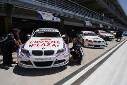 Andy Priaulx, BMW Team UK, BMW 320si, Alex Zanardi, BMW Team Italy-Spain, BMW 320si et Sergio Hernandez, BMW Team Italy-Spain, BMW 320si