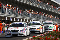 Andy Priaulx, BMW Team UK, BMW 320si, Sergio Hernandez, BMW Team Italy-Spain, BMW 320si et Alex Zanardi, BMW Team Italy-Spain, BMW 320si