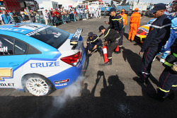 Robert Huff, Chevrolet, Chevrolet Cruze in Park Ferme with a small fire on the back