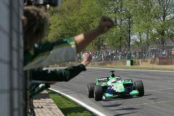Adam Carroll (Irlande) remporte la course courte