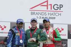 Narain Karthikeyan, piloto del A1 Team India, Adam Carroll, piloto del A1 Team Irlanda y Salvador Du