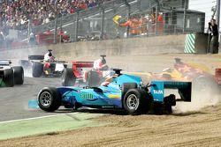 Crash entre Narain Karthikeyan (Inde) et Ho-Pin Tung (Chine)