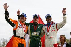 Deuxième place de Jeroen Bleekemolen (Pays-Bas) avec Adam Carroll (Irlande) et Neel Jani (Suisse)