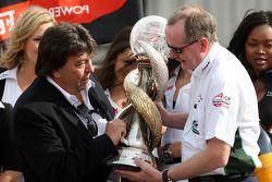 Tony Teixeira, président de l'A1GP et Mark Gallagher (Irlande), vainqueur de la coupe du monde de sp
