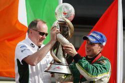 Mark Gallagher et Adam Carroll (Irlande) remportent la coupe du monde de sport auto