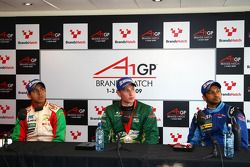 Salvador Durán, piloto del A1 Team México, Adam Carroll, piloto del A1 Team Irlanda, Narain Karthike
