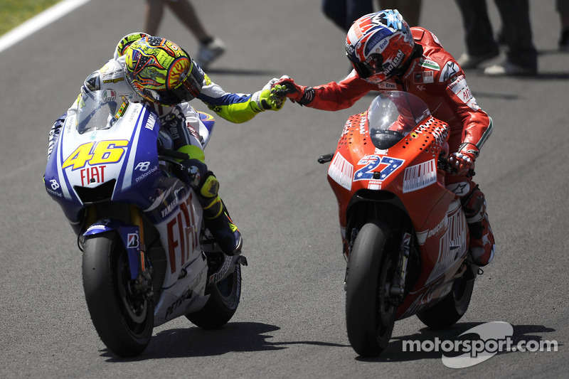 Race winner Valentino Rossi, Fiat Yamaha Team celebrates with Casey Stoner, Ducati Marlboro Team