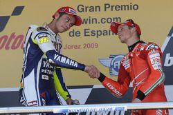 Podium: race winner Valentino Rossi, Fiat Yamaha Team, third place Casey Stoner, Ducati Marlboro Tea