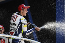Podium: race winner Valentino Rossi, Fiat Yamaha Team celebrates with champagne
