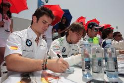 Sergio Hernandez, BMW Team Italy-Spain lors de la séance d'autographes