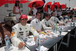 Alex Zanardi, BMW Team Italy-Spain lors de la séance d'autographes