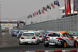 Départ : Tom Coronel, SUNRED Engineering, Seat Leon 2.0 TFSI, Augusto Farfus, BMW Team Germany, BMW 320si