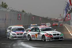 Alex Zanardi, BMW Team Italy-Spain, BMW 320si et Franz Engstler, Liqui Moly Team Engstler, BMW 320si