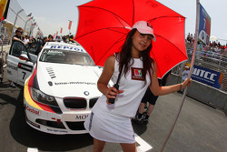 Grid girl de Jorg Muller, BMW Team Germany, BMW 320si