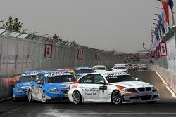 Jorg Muller, BMW Team Germany, BMW 320si devance Nicola Larini, Chevrolet, Chevrolet Cruze