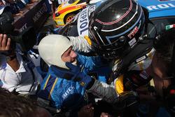 Yvan Muller, Seat Sport congratulates Nicola Larini, Chevrolet, Chevrolet Cruze for his first WTCC v