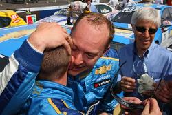 Robert Huff, Chevrolet, Chevrolet Cruze congratulates Nicola Larini, Chevrolet, Chevrolet Cruze wo h